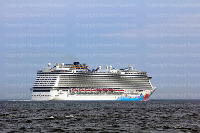 8June_2014_442_Norwegian_Breakaway_Leaving_New_York