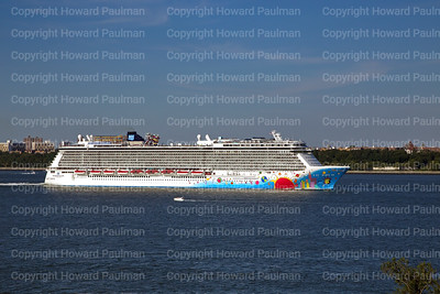 25August_2013_1382_Norwegian_Breakaway_Leaves_New_York