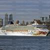 2May_2014_358_Norwegian_Gem_Leaves_New_York