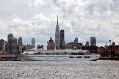 8_Sept_2014_1018_Amadea_Arrives_In_New_York