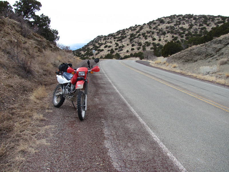 Summit of Ortiz Mountain Pass (UNP) with view south bound. (February 2011)