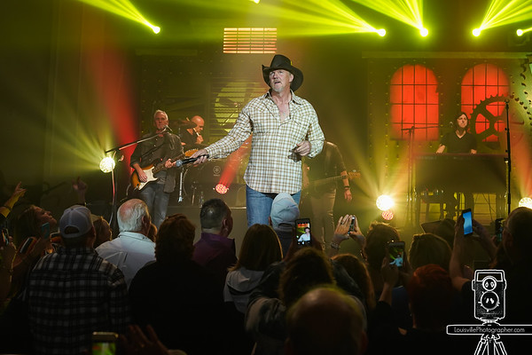 Louisville Event Photographer - Trace Adkins Concert-13