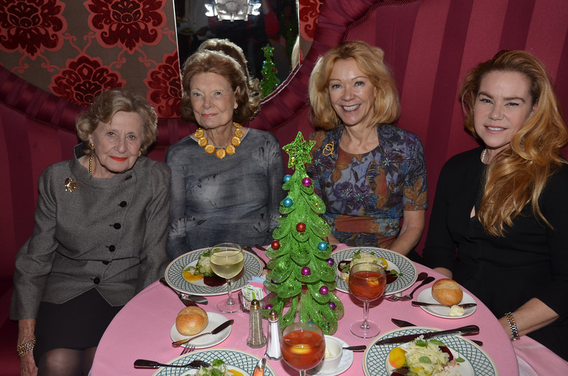 DSC_1952-Marjory Berkowitz, Sue Carr, Siri Marshall, Kat Gannon