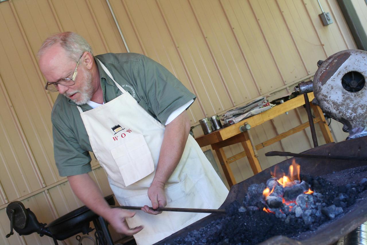 Blacksmithing w Burt 49