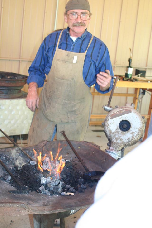 Blacksmithing w Burt 24