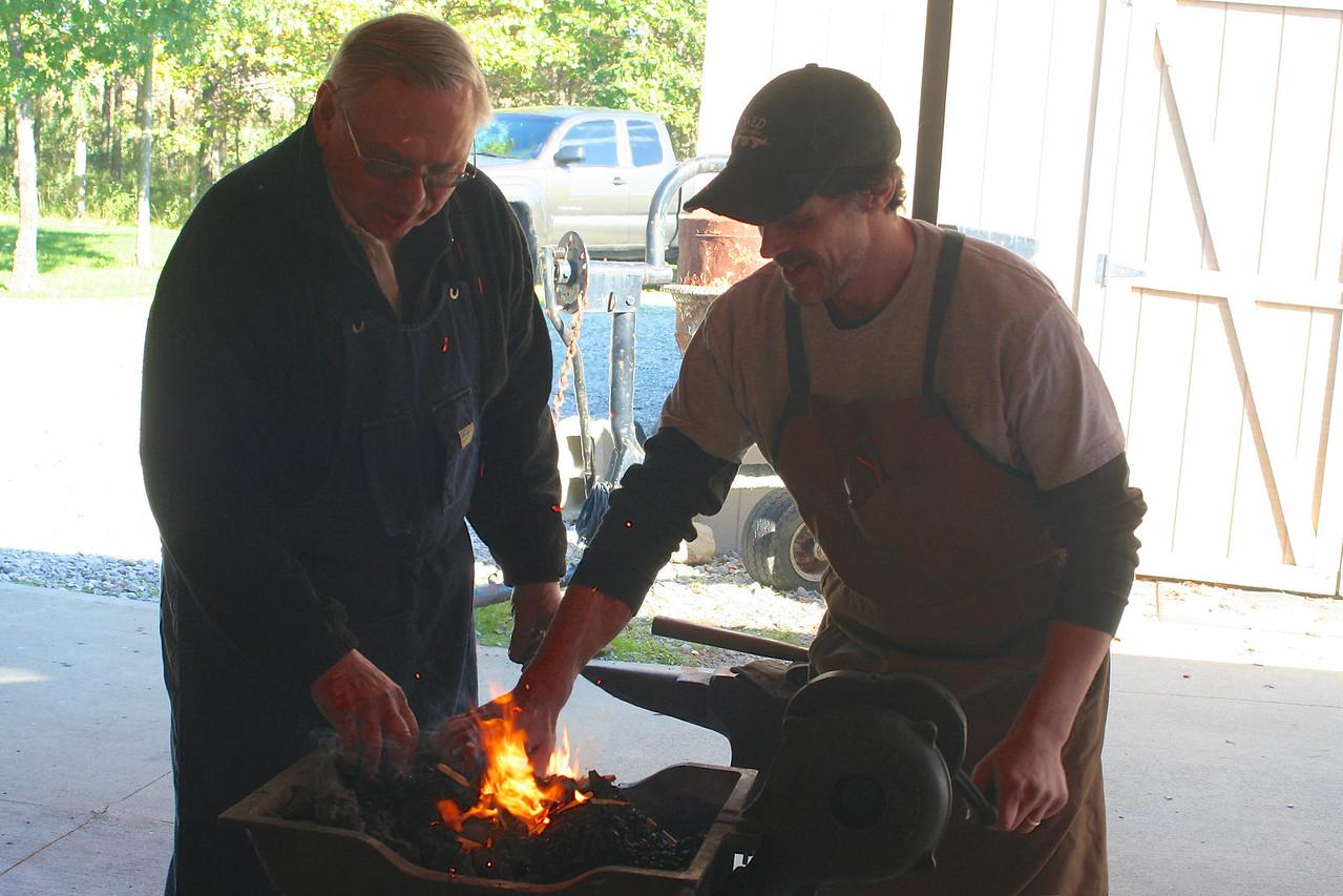 Blacksmithing w Burt 56