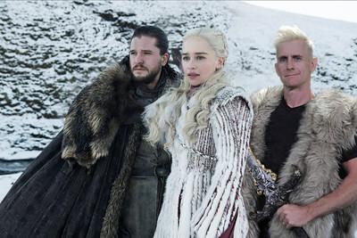 Jon Snow and Daenerys photo bomb