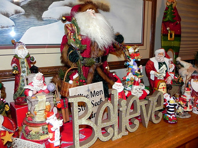 2011/12/11 – We finally got our Christmas decorations up in the house. We've been so busy I was thinking we might not have any decorations, but we spent most of Saturday getting the tree up and everything else in  place around the house. One of my personal favorites is the Santa collection Lisa puts on the fireplace mantle. She picks up a new one every now and then. There was at least one I recognized as being new this year.