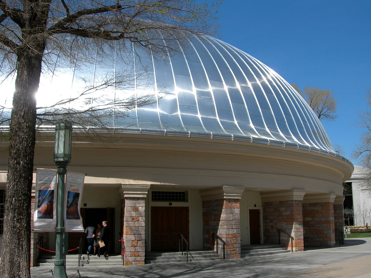 4/3/07 – After our second day of delivering magazines in Salt Lake City we stopped quickly to check out the remodeled Tabernacle on Temple Square. I really wanted to see the new tin roof.