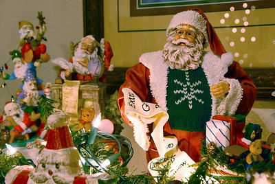 12/5/07 – Lisa has the home decorated for Christmas. One of my favorites is her collection of Santas and elves on the fireplace mantel.