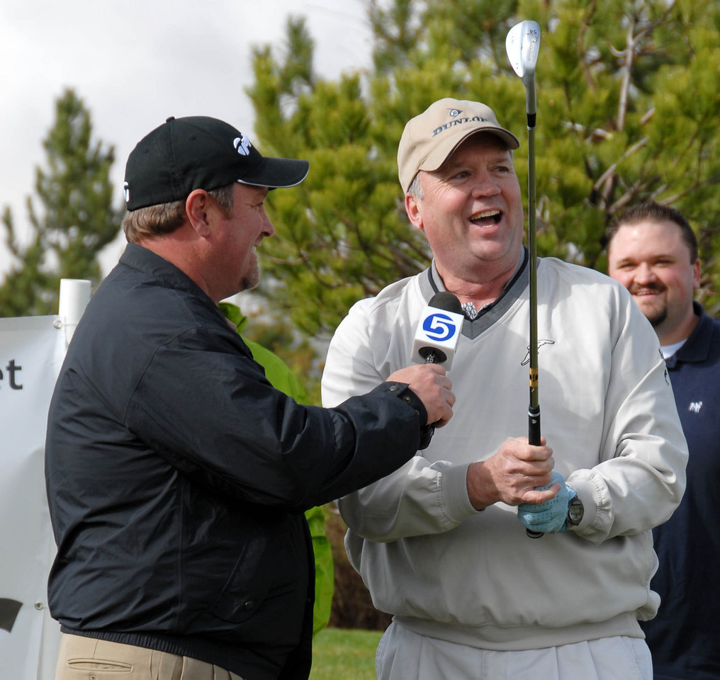 4/18/07 – It snowed almost all day long but when we went to start this week's Mstar Short Game Challenge at Thanksgiving Point it cleared and we had a great event. This is Rod Zundel and one of the contestants.