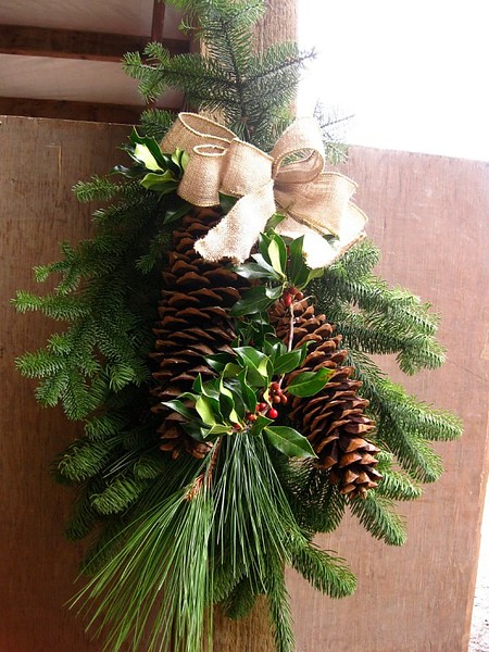 "28"" Evergreen Door Swag w/ Sugar Pine Cones"