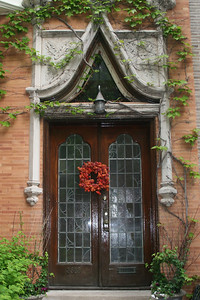 Doorway along Alta Vista Terrace in Wrigleyville.