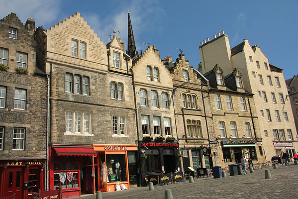 The Grassmarket  Originally designed to accommodate the horse and cattle markets held here weekly from 1477-1911. It was also a setting for public executions, one notable hanging being that of Maggie Dickson who miraculously survived the noose in 1724.  Notice the pub named for her.