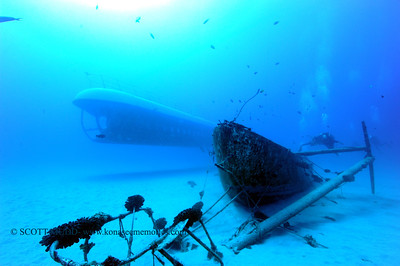 divers and submarine (ダイバー達と潜水艦)