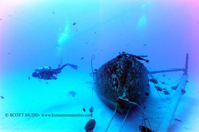 underwater wreck (沈没船)