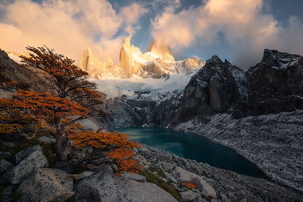 Fitz Roy, alpine lakes and fall colors during sunrise - Patagonia, Argentina
