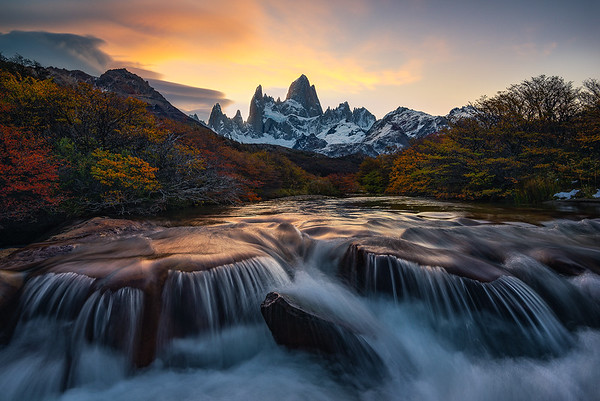A gorgeous sunrise above Fitz Roy - Patagonia, Argentina