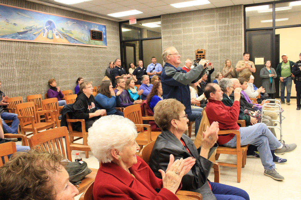 . Charles Pritchard - Oneida Daily Dispatch Residents applaud as Oneida City Police Chief Paul Thompson takes the oath of office on Tuesday, Nov. 21, 2017, at City Hall.