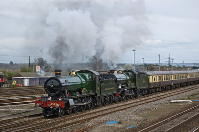 4965 'Rood Ashton Hall' and 5043 'Earl of Mount Edgcumbe' leave Didcot on the return run to Tyseley