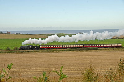 76084 approaching Weybourne