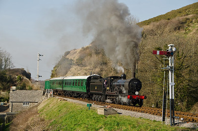 30120 approaching Corfe Castle
