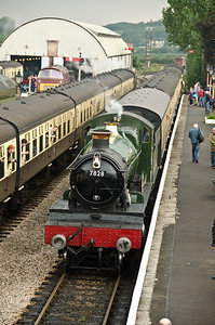 7828 'Odney Manor' arriving at Williton