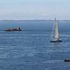 Petit voilier sur fond de Belle-Ile (Morbihan)