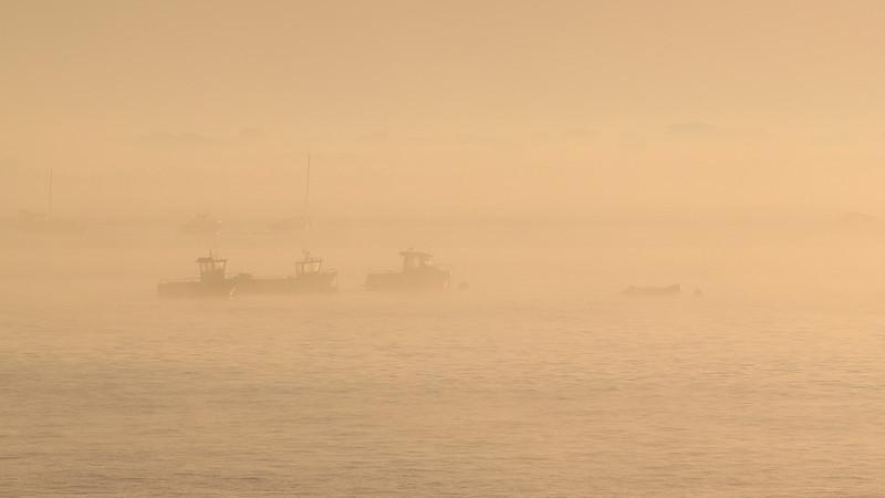Lever de soleil brumeux sur Kerlouan<br /> (Bretagne ; Finistère)