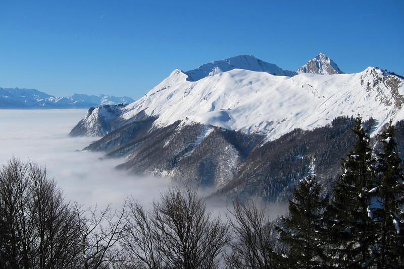 Les Hautes-Bauges par une belle journée d'hiver.