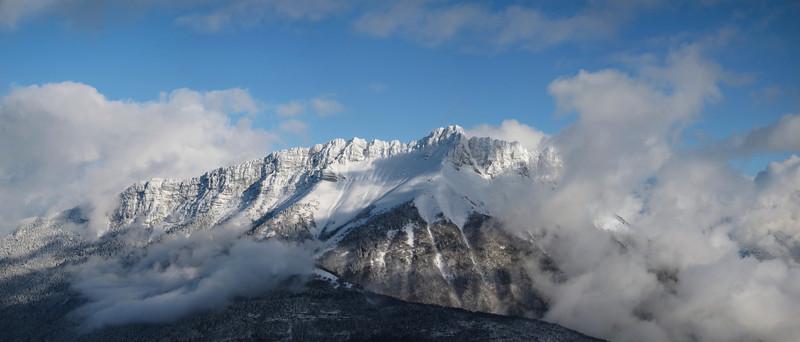 Noël 2011, la neige est là en abondance : Dent d'Arclusaz depuis le Mont Morbié.