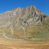 Le très contrasté alpage du Vallon : doux pâturages entourés de sommets austères et alpins.