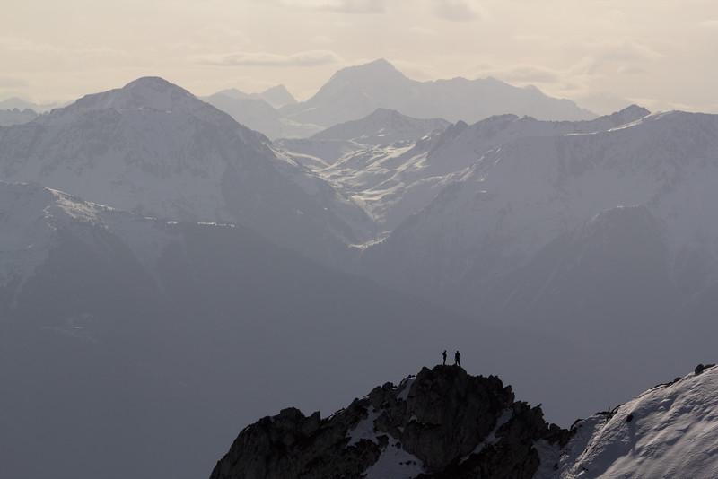 Montagnes des Bauges, de la moyenne montagne mais très alpine.<br /> En toile de fond, Beaufortain et Vanoise (Mont Pourri).