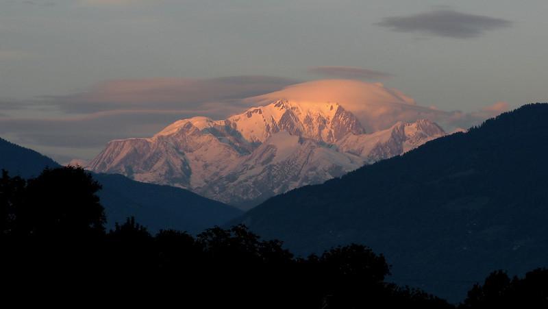 Coucher de soleil tourmenté sur le Mont-Blanc depuis Plancherine