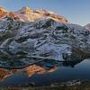 Lacs des Sept-Laux, coucher de soleil sur le chaînon du Rocher Blanc.