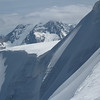 Au sommet du Dôme des Nants séance photo en attendant le dégel. Au fond la Grande Casse accrochée.