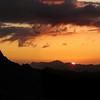 Massif du Mont-Blanc : coucher de soleil derrière les Aiguilles Rouges