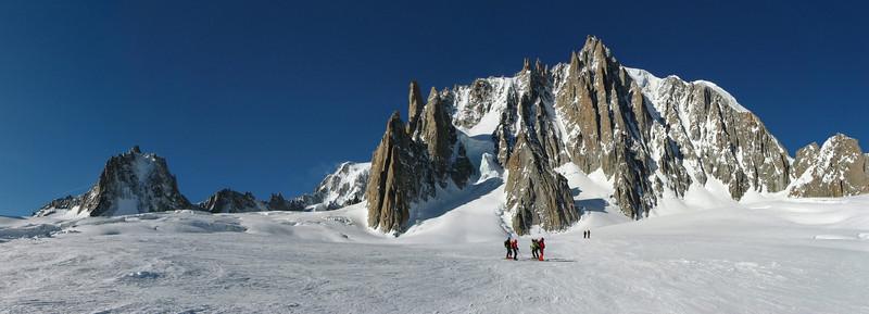 Partie sommitale de la Vallée Blanche à Chamonix, le groupe Mont-Blanc du Tacul, Aiguilles du Diable, Grand Capucin, ...