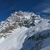 Pic des Grandes Lanches en Belledonnes, et son couloir SW. Bonne neige, pas de trace, ça risque d'être bon à la descente...