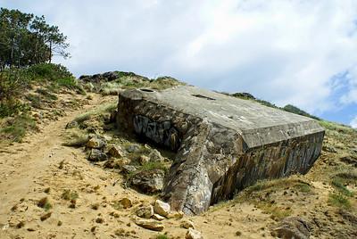 Vestiges de la derniere guerre mondiale des blokhaus ça et là sur les flans ou aux pieds de la dune