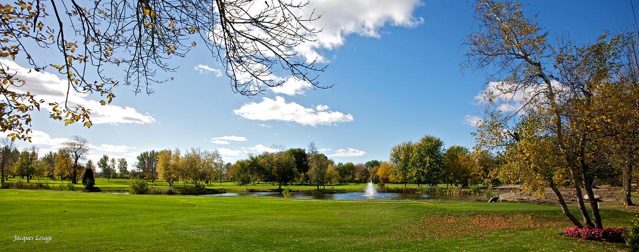 Vue du golf de Boucherville , de ma cour arrière le 10-10-2010.