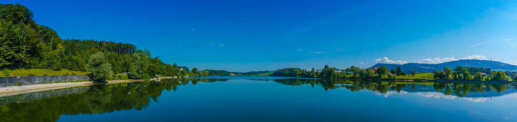 Panorama du lac de Bret