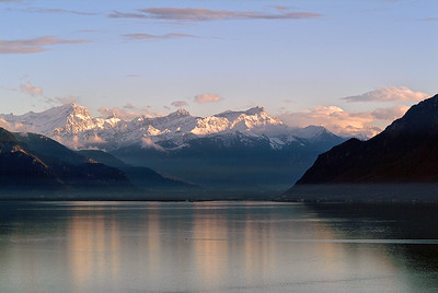 Lac Léman et Alpes enneigées