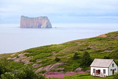 Gaspésie le 10 août 2008. Rocher Percé vu de l'île Bonaventure.
