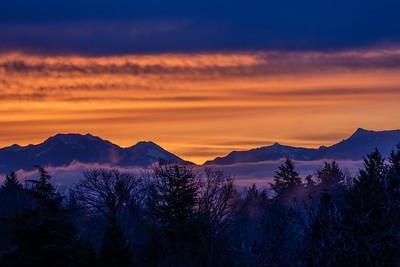 Sunrise over the Cascades, Seattle, January 2020