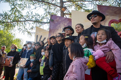 """2021 оны наймдугаар сарын 25. """"Өглөөний Улаанбаатар"""" гудамжинд Монголын анхны хип хоп пянзны нээлт  боллоо. ГЭРЭЛ  ЗУРГИЙГ Д.ЗАНДАНБАТ/MPA"""