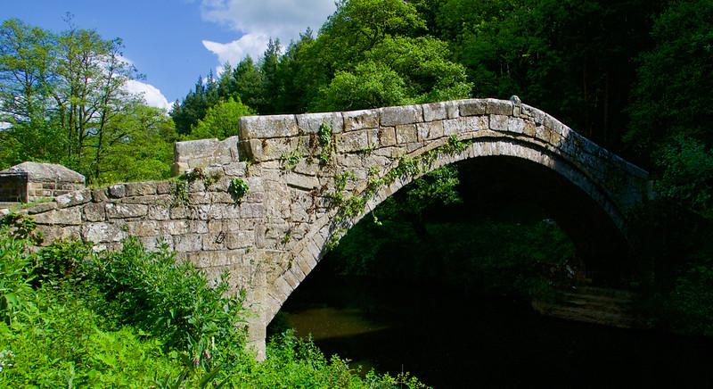 Beggar's Bridge - most zo 16. storočia pri staničke Glaisdale