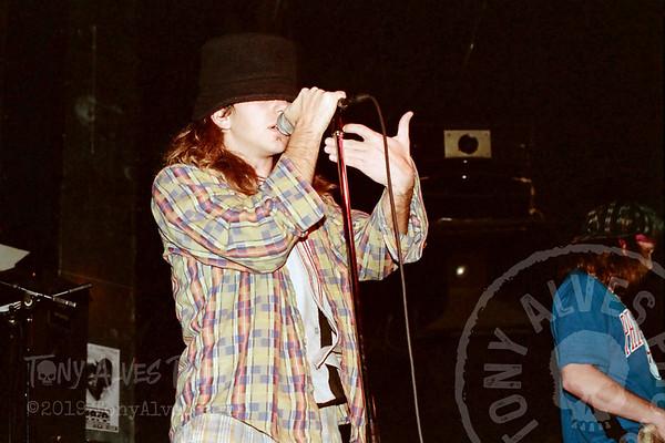 Mookie-Blaylock-Pearl-Jam-1991-02-15_J