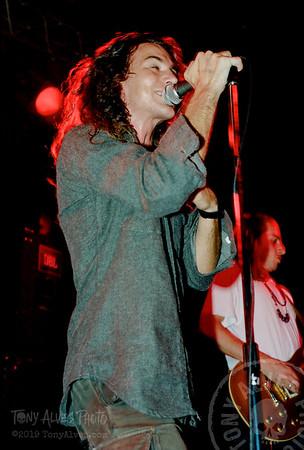 Pearl-Jam-1991-09-30_03
