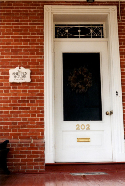 Front door, with a plaque dating the house to c.1804. The city historical website gives it as 1756.